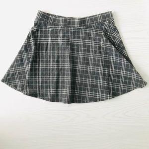 Forever 21 Skirts - Forever 21 Mini Gray Plaid Skirt EUC Large